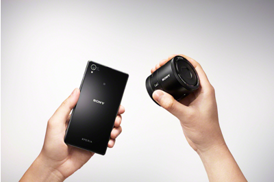 Attach to turn your smartphone<sup>1</sup> into a DSLR-like quality camera