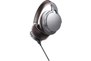 Premium Hi-Res DAC/amplifier-integrated headphones