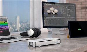 Transformez votre MacBook® ou votre ordinateur portable en un poste de travail ou un bureau partagé Ultra HD 4K puissant au moyen d'un seul câble Thunderbolt